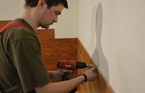 Монтаж стеновой панели на кухне