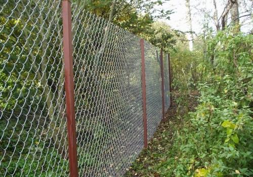Как сделать забор на даче своими руками?