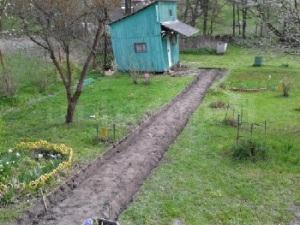 Sadovye-dorozhki-i-ploshhadki-na-dache-6